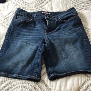 Tommy Hilfiger jean shorts Size 6. 3 for $20